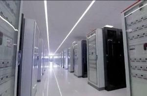 Les datacenters Tiers IV ont tous les éléments nécessaires redondés pour garantir un fonctionnement permanent. Ici un datacenter Aruba.