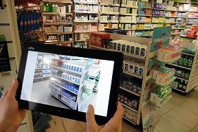 Un commercial Urgo et sa tablette en pharmacie
