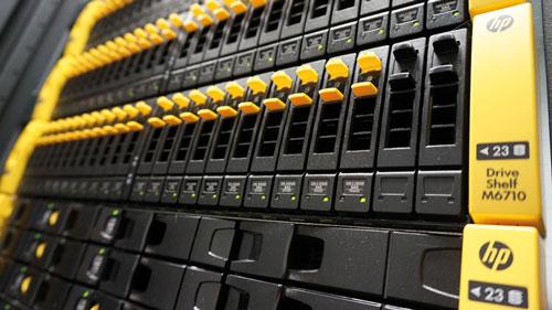 Les baies 3PAR de HP embarquent des fonctions de tiering, de thon provisioning et une compression-déduplication à la volée.
