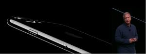 Phil Schiller, directeur marketing d'Apple présentant l'iPhone 7 hier soir