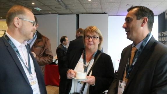 Christine Lambert , Groupe Actual, au centre, , a présenté le projet de démétarialisation. A Gauche, l'intégrateur Mercuria, à droite Frédéric  Dupré, directeur commercial de ELO France