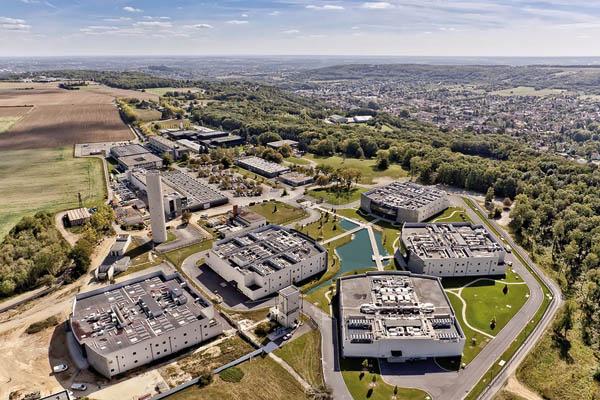 Une vue aérienne du Campus de Datacenter de DATA4, à Paris-Saclay, le plus puissant d'Europe (100 MW), relié à plus de 110 Data Destination comme AWF et Azure